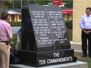 10_commandments_monument2